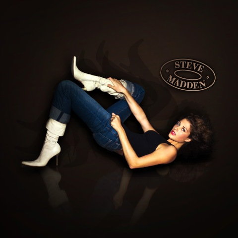 Participant  Sara Racey-Tabrizi models Steve Madden Shoes in AMERICA'S NEXT TOP MODEL on  UPN.  Photo:  ChŽ Graham