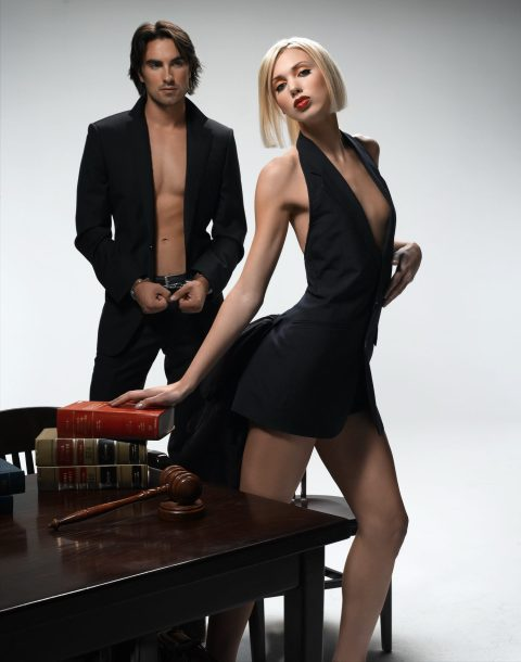 """""""The Girl Who Kissed A Male Model""""--Sara, Student; age 22 of Davis, Calif.,poses for an edgy editorial shoot based on dream career goals in AMERICA'S NEXT TOP MODEL, (cycle 6) on UPN.  Gallery Photo: Thomas Klementsson/UPN. ©2006 CBS Broadcasting Inc.  All Rights Reserved"""