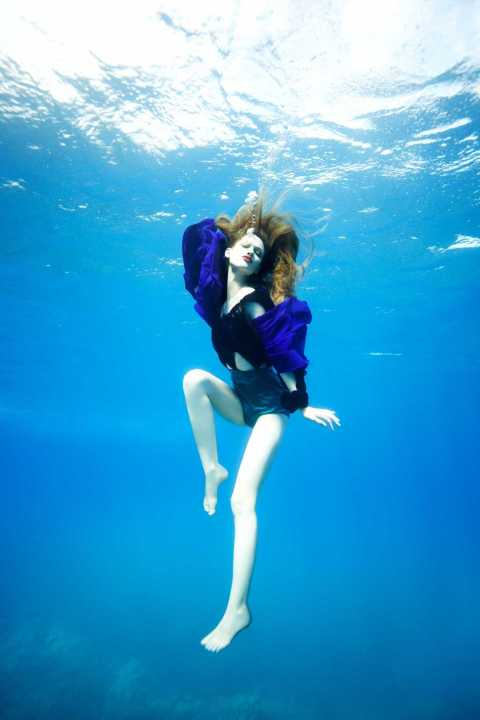 """Dive Deeper"" -- The girls learn to pose while deep in the Pacific Ocean on America's Next Top Model on The CW. Pictured: Nicole Cycle 13 Photo: Russell Thomter/Pottle Productions Inc ©2008 Pottle Productions Inc. All Rights Reserved."