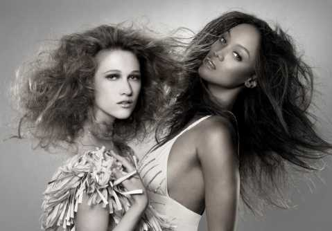 "America's Next Top Model - Cycle 13 ""America's Next Top Model Is..."" Pictured: Nicole and Tyra Banks Photo: Nigel Barker/The CW Network ©2009 The CW Network, LLC. All rights reserved."